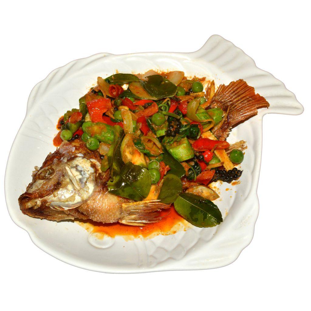 Frittierter Fisch mit Gemüse