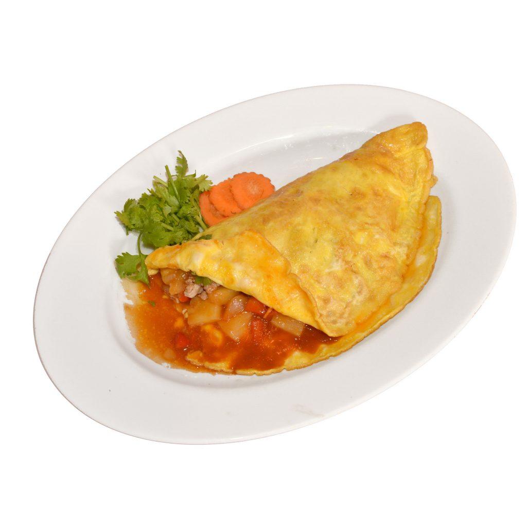 Gefüllte Omelette mit Fleisch und Gemüse